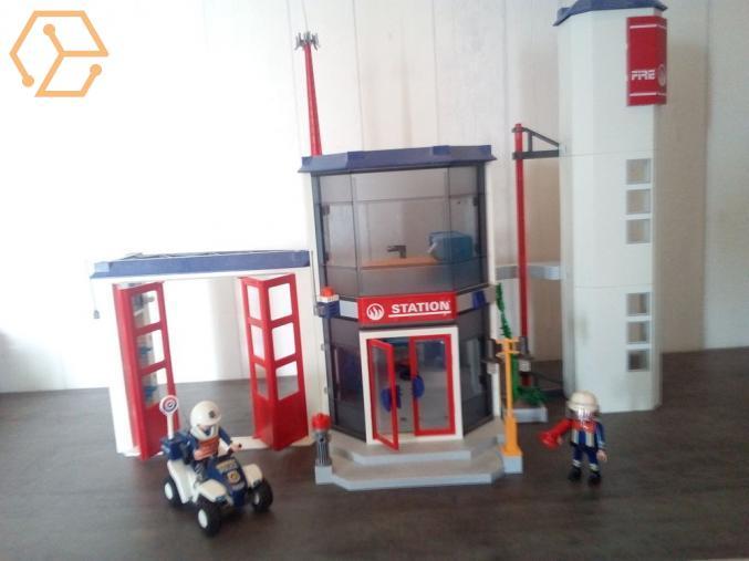 Jeux et jouets caserne pompier playmobil bourgogne c te d 39 or 22 full annonces - Caserne de police playmobil ...